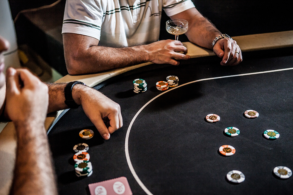 online betting sites in india, people playing.